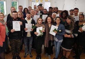 Geschafft! – 13 Care´s cool-Teilnehmer*innen bekommen ihr  Zertifikat
