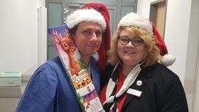 Unsere Stellvertretende Vorsitzende war als Weihnachtsfrau im UKGM Standort Marburg unterwegs.