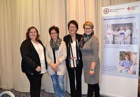 Frau Heidi Gehlert und Frau Irina Buchmüller wurden für die 10 jährige Mitgliedschaft im Team PflegePersonal parat geehrt